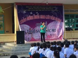 Liên đội cùng giao lưu với hội cứu trợ trẻ em tàn tật Việt Nam và ủng hộ được 3.470.000 đ